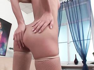 Using A Gorgeous Teenage Girl In A Double Penetration